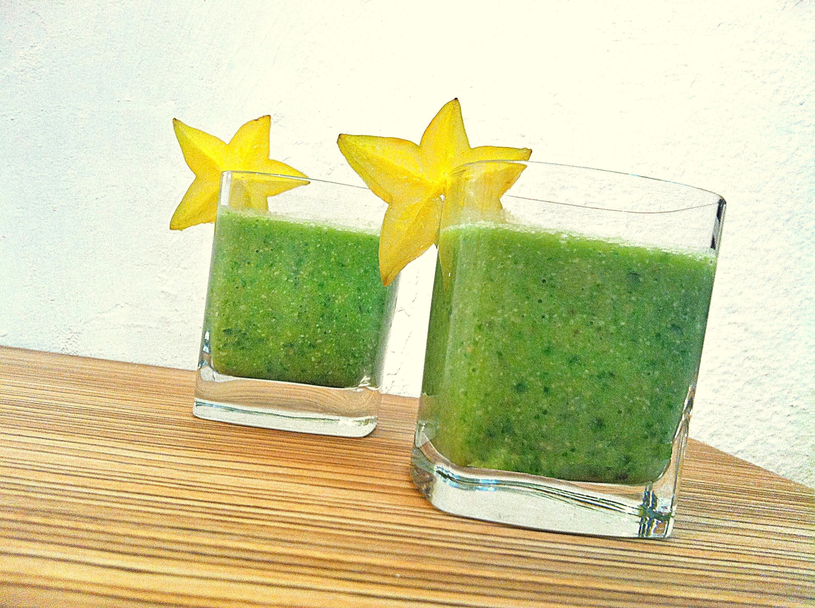 שייק בריאות קרמבולה - שייק ירוק טבעוני מתכון של יעלי שוחט