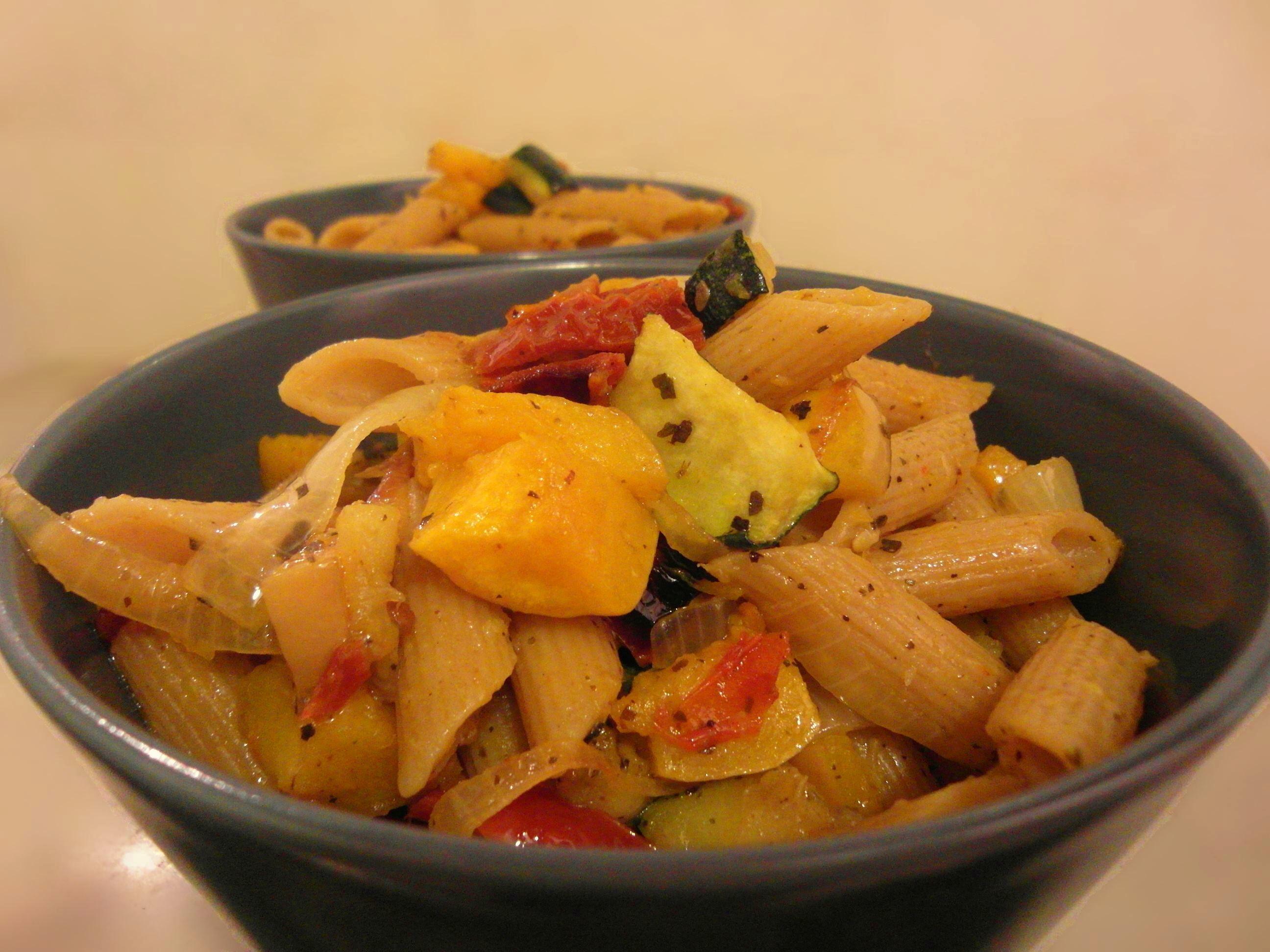 פסטה מחיטה מלאה עם זוקיני דלורית צעירה ועגבניות מתכון טבעוני של השוחטת הטבעונית יעלי שוחט