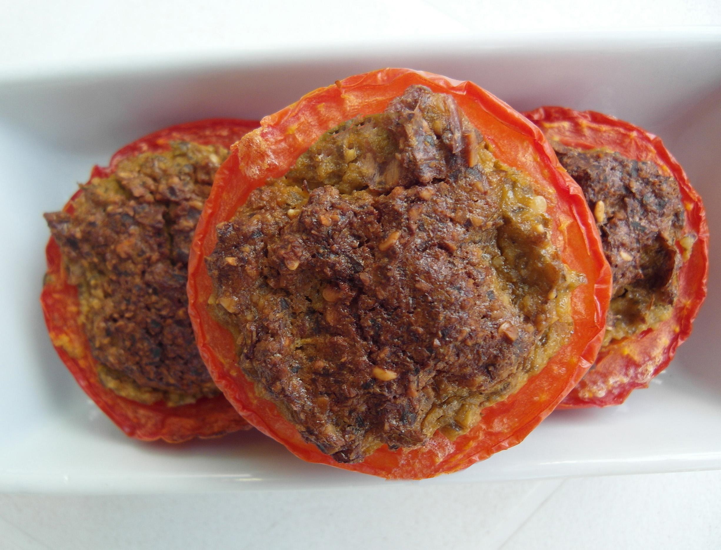 פטריות ועגבניות ממולאות - מתכונים טבעוניים לחג השבועות - השוחטת הטבעונית יעלי שוחט