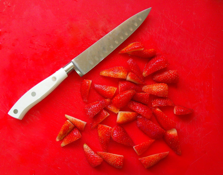 תותים - סלט תרד-תותים-חמוציות יום עצמאות טבעוני - מתכונים טבעוניים של השוחטת הטבעונית יעלי שוחט