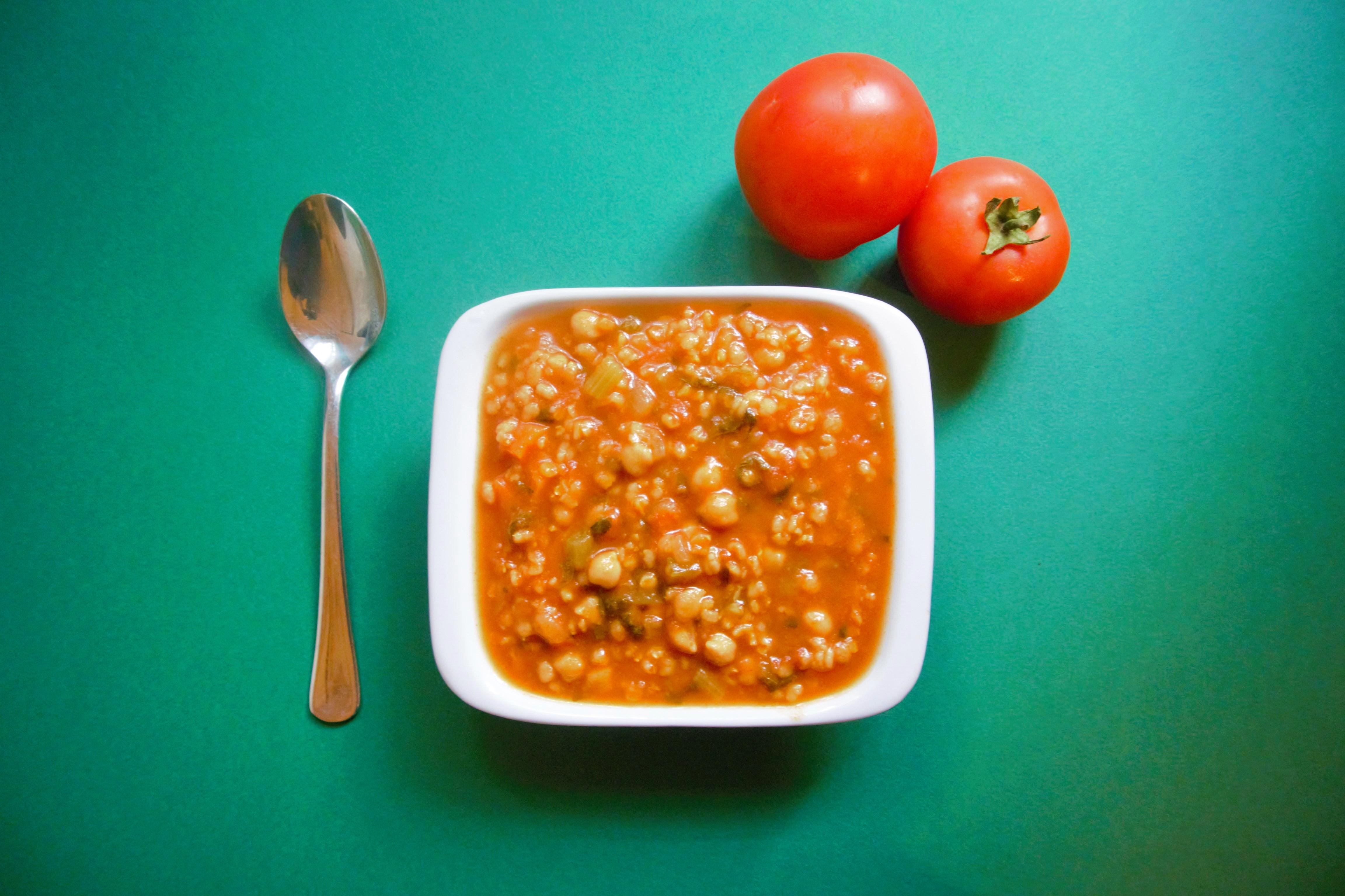 מרק עגבניות אורז חומוס מרק טבעוני סבתא יהודית מרקים טבעוניים מתכונים טבעוניים באתר השוחטת הטבעונית - יעלי שוחט