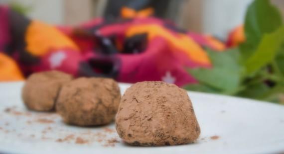 טראפלס שוקולד טבעוניים מתכונים טבעוניים השוחטת הטבעונית יעלי שוחט קינוחים טבעוניים לפסח ליל סדר טבעוני http://veganslaughterer.co.il